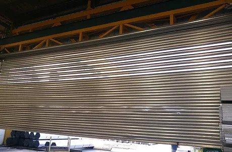 שערים חשמליים תריסי גלילה לעסק או לבניין שירות ותיקון