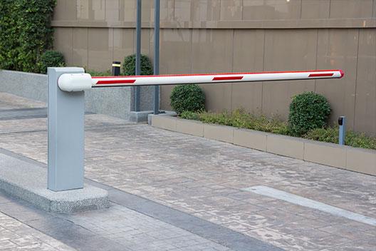 שערים חשמליים | רוטנשטיין חוסם 077-7907800 שער חשמלי מתרומם לבניין צביעה בתנור